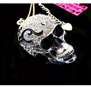 NWT BETSEY JOHNSON 3D FLAMED SKULL NECKLACE